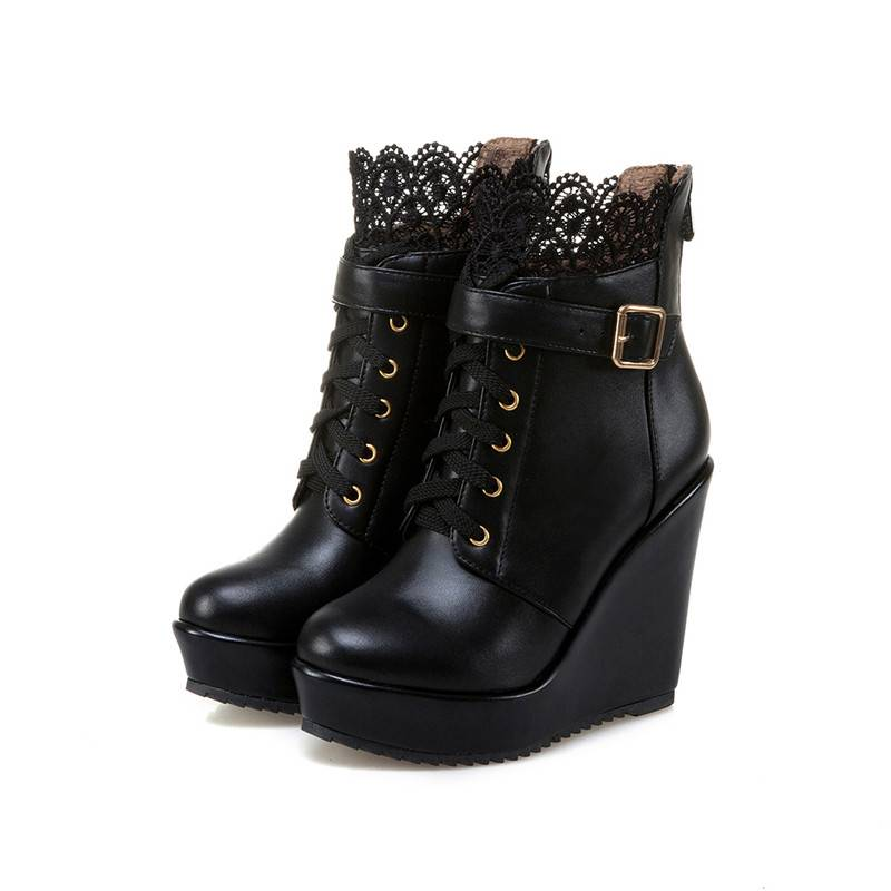 Women's Lace Decorated Boots